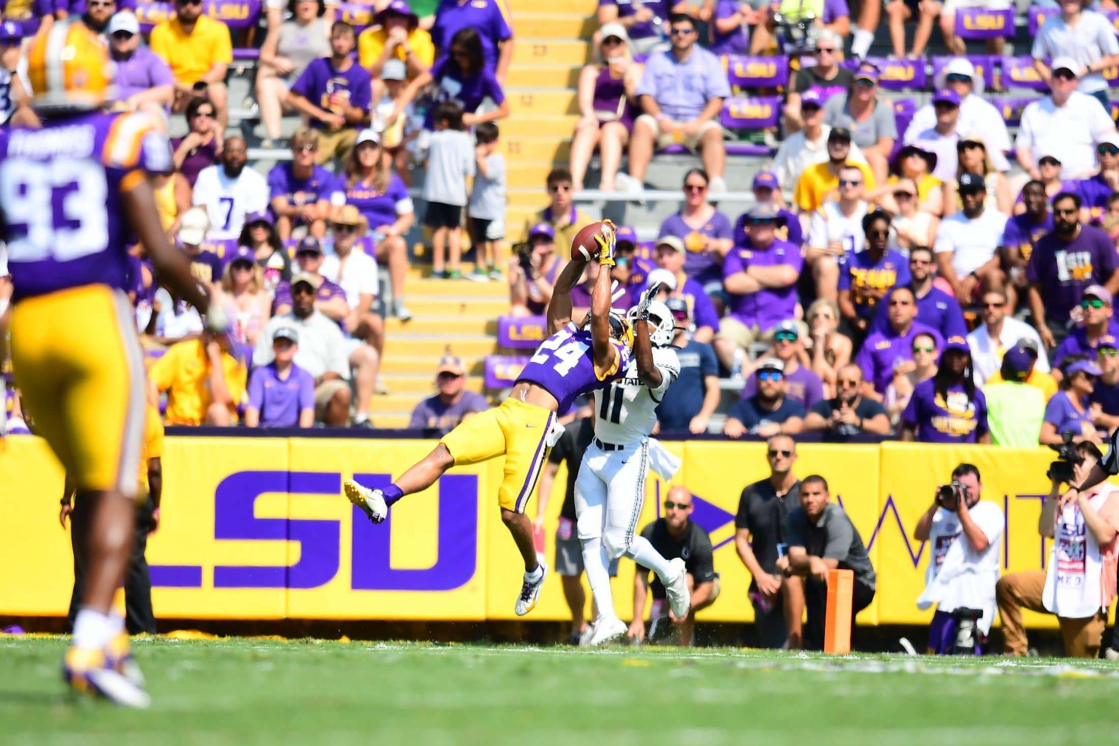 Burrow with another monster day, balanced attack helps LSU win big, 42-6