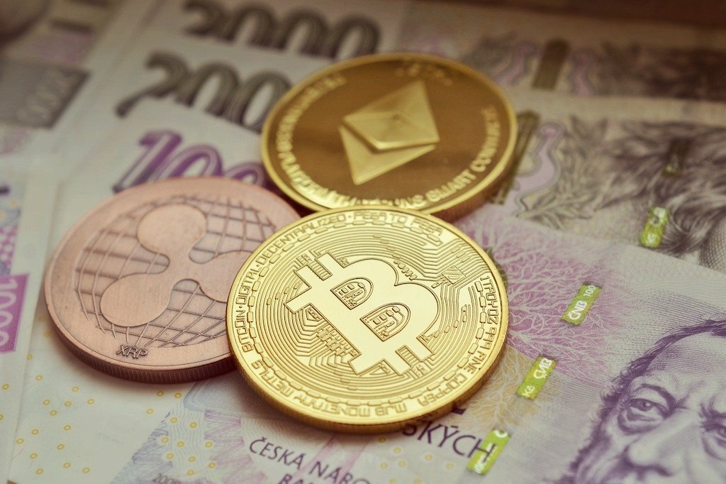 2 in 5 Americans believe that cryptocurrency will be widely accepted in 10 years